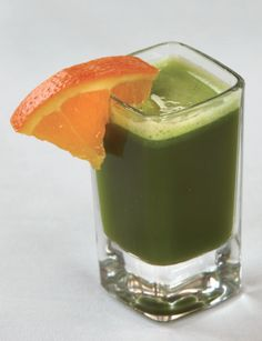 The nutritionist of the top Arizona spa shares this green juice or smoothie shot for super-hydrated skin.