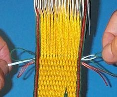 Tricks and Tips: Finishing card weaving Inkle Weaving Patterns, Weaving Textiles, Loom Weaving, Loom Patterns, Finger Weaving, Weaving Tools, Card Weaving, Types Of Weaving, Lucet