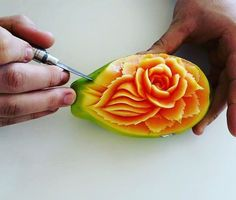 Daniele Barresi crafts amazing food art carving that looks too good to eat. Each is intricately detailed, transcending from everyday object into sculpture. Watermelon Art, Watermelon Carving, Cute Food, Good Food, Yummy Food, Deco Fruit, Amazing Food Art, Food Sculpture, Creative Food Art