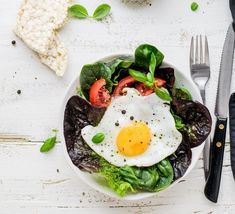 The Major Differences Between Paleo and Keto (and 9 Great Ways to Do Both at Once! Paleo and keto are super different approaches to eating, but combining them might be the secret to the healthiest anti-inflammatory diet yet. Keto Recipes, Dinner Recipes, Healthy Recipes, Gerd Diet, Acid Reflux Recipes, Acid Reflux Remedies, Food Dishes, Healthy Eating, Healthy Food