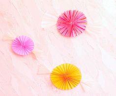 Большие бумажные конфеты для украшения стены или заднего фона