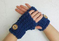 Fingerlose Handschuhe Handstulpen kobaltblau von Konzis Wollwerkstatt auf DaWanda.com