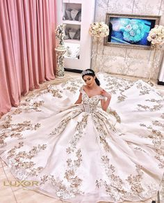 Wedding Dress With Veil, Wedding Bridesmaid Dresses, Mexican Quinceanera Dresses, Fairytale Dress, Long Prom Gowns, Cute Girl Photo, Bridal Gowns, Dream Wedding, Dresses Art