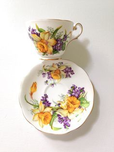 English Fine Bone China Royal Standard Woodland Wonder Pattern Teacup and Saucer Tea Party China Cups And Saucers, Teapots And Cups, China Tea Cups, Teacups, Cup And Saucer Set, Tea Cup Saucer, Vintage Cups, My Cup Of Tea, Bone China