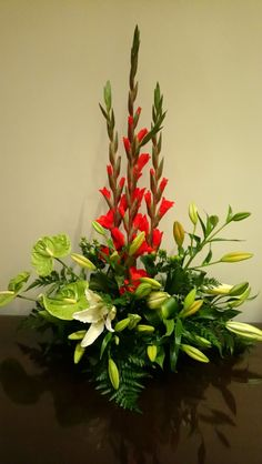 Tropical Floral Arrangements, Church Flower Arrangements, Church Flowers, Fall Flowers, Diy And Crafts, Floral Design, Projects To Try, Plants, Wedding