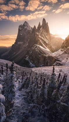 landscape photography tips and guide Landscape Photography Tips, Landscape Photos, Nature Photography, Mountain Photography, Sunset Landscape, Travel Photography, Photography Backgrounds, Abstract Landscape, Watermark Photography