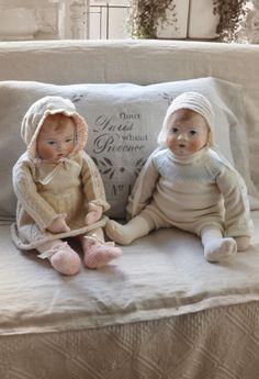 Pop Gonneke en pop Simon  (handgemaakte poppen van Nelleke Hoffland)