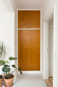 Built-in wardrobe wood white modern - New Deko Sites Home Design, Interior Design, Built In Wardrobe, Modern Wardrobe, Small Wardrobe, Sliding Wardrobe, Bedroom Wardrobe, Wardrobe Doors, Wardrobe Design