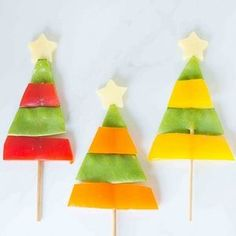 Healthy Meals For Kids Love the holidays but hate sugar-filled snacks? These healthy Christmas treats for kids are perfect! - Love the holidays but hate sugar-filled snacks? These healthy Christmas treats for kids are perfect! Christmas Fruit Snacks, Healthy Christmas Treats, Veggie Christmas, Holiday Snacks, Christmas Party Food, Preschool Christmas, Christmas Snacks, Christmas Breakfast, Kids Christmas