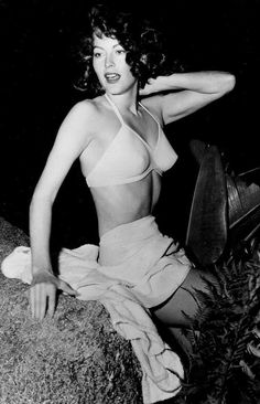 With photos like this, it's not hard to see why they called Ava Gardner one of the most beautiful women in the movies. Hollywood Icons, Golden Age Of Hollywood, Vintage Hollywood, Hollywood Glamour, Hollywood Stars, Classic Hollywood, Hollywood Actresses, Pin Up Vintage, Vintage Beauty