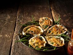 Broiled Gulf Oysters in a Garlic Butter Herb Gratin 15 Delectable Oyster Recipes, From Fried to the Half Shell Seafood Appetizers, Seafood Dishes, Yummy Appetizers, Seafood Recipes, Cooking Recipes, Appetizer Recipes, Healthy Recipes, Baked Garlic, Garlic Butter