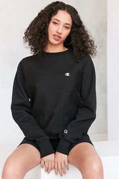 Urban Outfitters Champion Reverse Weave Pullover Sweatshirt Found on my new favorite app Dote Shopping Chill Outfits, Swag Outfits, Cute Outfits, Champion Pullover, Champion Sweatshirt, Black Champion Hoodie, Jumper Outfit, Sweatshirt Outfit, Urban Outfitters