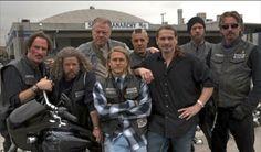 The crew Jax Teller sons of anarchy SOA season 1 good times Serie Sons Of Anarchy, Sons Of Anarchy Samcro, Charlie Hunnam, Charlie Charlie, Soa Cast, Anarchy Quotes, Sons Of Anarchy Motorcycles, Jax Teller, Sons Of Anarchy