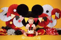 Ideas Photography Baby Birthday Mickey Mouse For 2019 Mickey Mouse Smash Cakes, Mickey Minnie Mouse, Fiesta Mickey Mouse, Mickey Cakes, Mickey Mouse Parties, Mickey Party, Disney Parties, Mickey 1st Birthdays, Mickey Mouse First Birthday