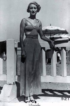 Chanel beach outfit from the this., Beach Outfits, Chanel beach outfit from the this. 1930s Fashion, Moda Fashion, French Fashion, Retro Fashion, Vintage Fashion, Harlem Renaissance Fashion, Fashion Top, Street Fashion, Fashion Women