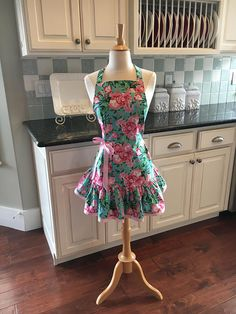 How cute is this apron! Love the print and the ruffled bottom. #apron #sewing #ad #fullapron #floralapron