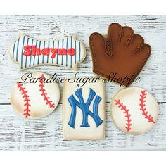 Baseball #paradisesugarshoppe #baseball #royalicing #cookies #cookieart #customcookies #sugarcookies #airbrush #wetonwet #baseballcookies