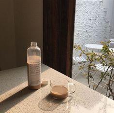 """how do i somehow embody the korean cafe aesthetic"" Cream Aesthetic, Aesthetic Coffee, Brown Aesthetic, Aesthetic Food, Coffee Cafe, Coffee Shop, Korean Cafe, Cafe Food, Milk Tea"