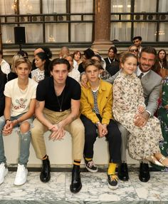 The Beckham Kids Were the Guests of Honor at Victoria Beckham's Fashion Week Show Victoria Beckham Young, Victoria Beckham Wedding, Victoria Beckham Makeup, Victoria Beckham Short Hair, Victoria Beckham Outfits, David And Victoria Beckham, Victoria Beckham Style, David Beckham Family, David Beckham Style