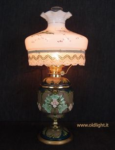 Victorian Table Lamps, Antique Oil Lamps, Old Lights, Kerosene Lamp, Candels, Lighting Ideas, Vintage Antiques, Lanterns, House Design