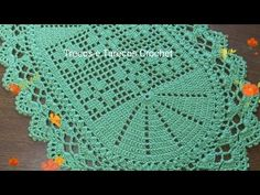 Tapete Farinelli em CROCHÊ FILÉ | Base Fácil e Econômica 😍 - YouTube Youtube, Door Mats, Oval Rugs, Tricot Crochet, Crochet House, Trapper Keeper, Youtubers, Youtube Movies