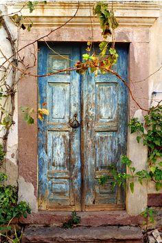 Old Door, Ayvalık, Turkey... Photo by hüsnü gengönül