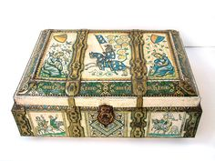 Medieval treasure chest with scenes of courtly love.  https://img0.etsystatic.com/028/0/7903155/il_fullxfull.575188118_acse.jpg