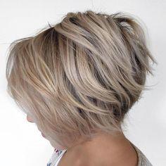 Brown Blonde Layered Bob Hairstyle Asymmetrical Bob Haircuts, Inverted Bob Hairstyles, Short Layered Haircuts, Bob Hairstyles For Fine Hair, Hairstyles Haircuts, Layered Hairstyles, Wedge Hairstyles, Casual Hairstyles, Fringe Hairstyles