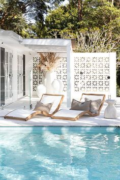 Crazy hot 🥵 today up on the beautiful Sunshine Coast wishing I was spending the afternoon here now enjoying this gorgeous pool side look we… Backyard Patio, Outdoor Pool, Outdoor Spaces, Outdoor Living, Outdoor Cabana, Exterior Design, Interior And Exterior, Interior Garden, Design Room