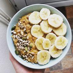 Not the most beautiful but yummy carrot cake oats! #recovery #healthy #motivation #vegan #veganstudent #whatveganseat #veganbreakfast #yum #healthybreakfast #plantbased #banana #oatmeal #oats #porridge #healthyeating #breakfast #hclf #healthyliving #veganeats #veganfoodporn #fuel #veganfoodshare #vegangirl #healthyeating #healthyfoodporn #healthfood #veganfood #plantpower #pnb #superfoods #breakfastbowl