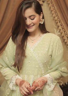 Pakistani Models, Pakistani Fashion Casual, Pakistani Dresses Casual, Pakistani Dress Design, Pakistani Actress, Pakistani Clothing, Pakistani Suits, Indian Dresses, Elegant Dresses