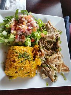 Restaurante Tesoro Escondido,Mayaguez PR (Arroz mamposteao,pernil y ensalada)