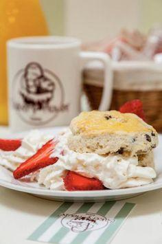 Bakery House Roma - Gli #SCONES sono buoni, ma con #PANNA E #FRAGOLE danno il meglio di loro....  http://www.urbis360.com/cucina-americana-roma/  #ristoranti #roma #dolce #food #menu #italia #lazio
