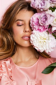 Introducing Signorina In Fiore by Salvatore Ferragamo...  You may be more familiar with my monochrome side, but deep down I have  always had a love for all things pink. Such was my excitement when being  introduced to Signorina In Fiore, the playful (and pink!) new fragrance by  Ferragam