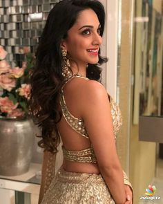 kiara advani in indian ethnic wear look gorgeous hot and sexy Indian Bollywood Actress, Bollywood Girls, Bollywood Stars, Bollywood Fashion, Indian Actresses, Sonam Kapoor, Deepika Padukone, Kiara Advani Hot, Kaira Advani