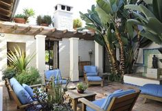 Courtyard with smooth stucco, comfortable seating, giant banana palms, love this CA hacienda. Spanish Bungalow, Spanish Style Homes, Spanish House, Spanish Colonial, Spanish Courtyard, Spanish Garden, Outdoor Rooms, Outdoor Living, Outdoor Decor