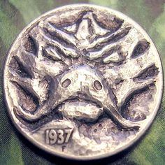 ERIC TRUITT HOBO NICKEL - PEENY DRAGON - 1937 BUFFALO NICKEL Hobo Nickel, Dragons, Buffalo, Cactus, Coins, Carving, Art, Art Background, Rooms
