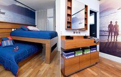 No quarto dos irmãos de 15 e 20 anos, a arquiteta Fabiana Avanzi aproveitou bem o espaço. As duas camas são sobrepostas na perpendicular e, na hora de dormir, correm para lados opostos. A parede é revestida com foto dos rapazes na praia