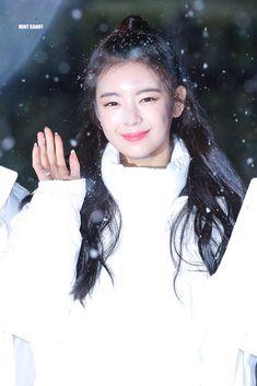 Kpop Girl Groups, Korean Girl Groups, Kpop Girls, Fandom, Gfriend Yuju, Mint Candy, Golden Child, These Girls, New Girl