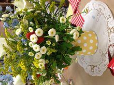Flower arrangement with strawberries