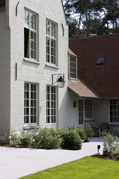 Project by Bernard De Clerck Painted brick is so beautiful and charming!