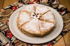 dolce di pasta sfoglia con crema al caffè Dolce, Camembert Cheese, Dairy, Breakfast, Dessert, Cream, Food, Mascarpone, Morning Coffee