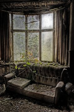 #Abandoned#Haunted@LUXURYdotcom♠️