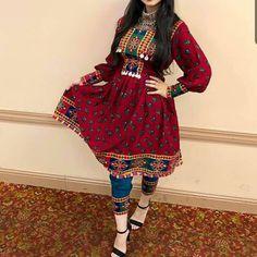 Pakistani Dresses Casual, Pakistani Dress Design, Casual Dresses, Stylish Dresses For Girls, Stylish Dress Designs, Indian Designer Outfits, Indian Outfits, Mehendi Outfits, Indian Dresses