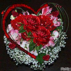 See the PicMix Benim PicMix belonging to on PicMix. Beautiful Heart Images, Beautiful Love Pictures, Beautiful Rose Flowers, Romantic Pictures, Beautiful Gif, Love Images, Coeur Gif, Beau Gif, Wallpapers Tumblr