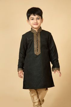 Jamevar kurta churidar embellished with thread work. Item number KB15-08