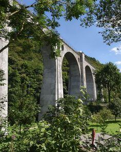 Minigolf mal anders: Direkt unterhalb des Willinger Wahrzeichens, dem Viadukt, wartet der Abenteuergolfplatz mit 18 abwechslungsreichen Bahnen und kniffligen Hindernissen auf begeisterte (Mini-)Golfer.   Foto: Y-SiTE