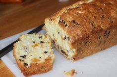 Cooking and recipes from a Nonna's Kitchen: Apricot and chocolate chip loaf cake