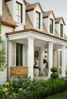 Traditional Exterior, Traditional Landscape, Traditional House, Fine Home Building, Building A House, Exterior Colors, Exterior Design, New House Plans, Cozy Cottage