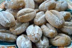 Pindakaas in huis en zin om iets lekkers te bakken? Maak dan deze supersimpele pindakaaskoekjes met maar 5 ingrediënten! Deze koekjes z...